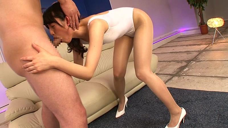 【イラマチオ動画】美脚の女性の、イラマチオプレイがエロい。【巨根】