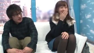 【おっぱい】マジックミラー号にて、スレンダーな保母の、キスクンニ無料エロ動画。【保母動画】