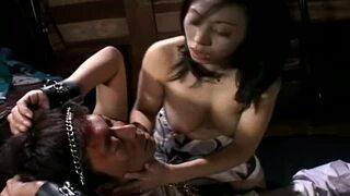 【乳首】淫乱な巨乳の女性の、M男手コキ調教無料エロ動画。【拘束、生挿入、フェラ、顔射動画】