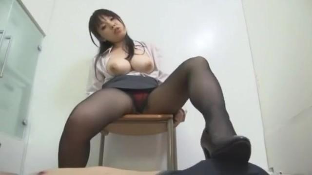 【美女】豊満でHなパンスト姿の美女の、M男プレイエロ動画!!まさにパーフェクト!
