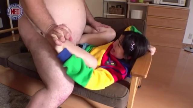 【JC 中出し】パイパンでロリのJC美少女の、中出しレイププレイが、自宅で!!