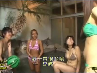 野外にて、爆乳で水着姿の美女の、露出イタズラセックス無料動画!【痴漢動画】