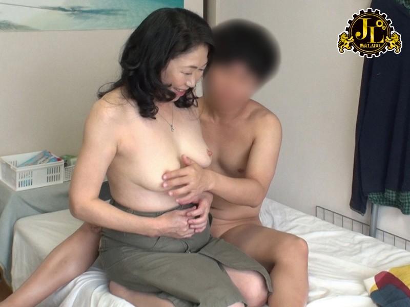 【人妻 不倫】五十路の熟女おばさんの、不倫プレイ動画!!
