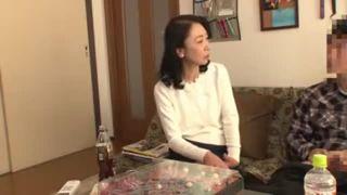 【熟女】五十路の熟女おばさんの、不倫中出しプレイエロ動画。