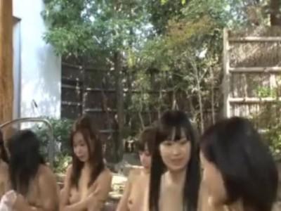 美乳でロリの美少女女子校生の、sex乱交ハーレム無料H動画。【手コキ動画】