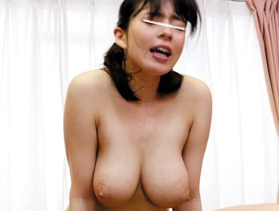巨乳のお姉さん痴女、吉川あいみのセックス中出し誘惑プレイがエロい。羨ましい限りです…。