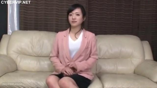 スレンダーな巨乳の素人女の子の、フェラ素股騎乗位無料H動画!【素人、女の子動画】