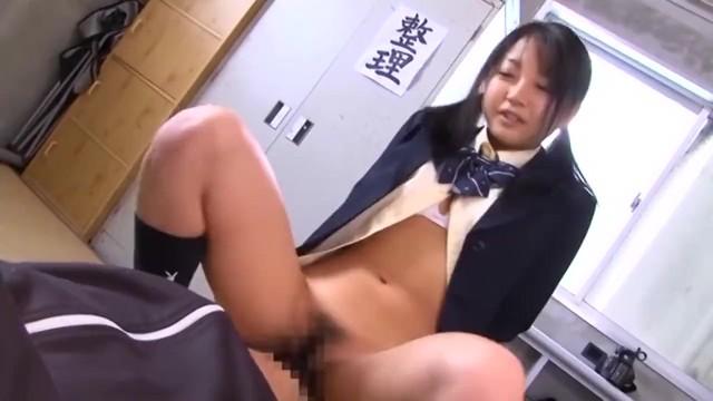 【女子校生 M男】童顔でエロいロリの女子校生JKの、M男顔射プレイエロ動画!