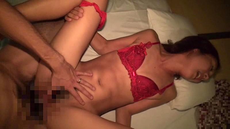 【熟女 ハメ撮り】スレンダーでエロい巨乳の熟女人妻の、寝バック寝取られsexエロ動画。エロい体してます!【おっぱい】