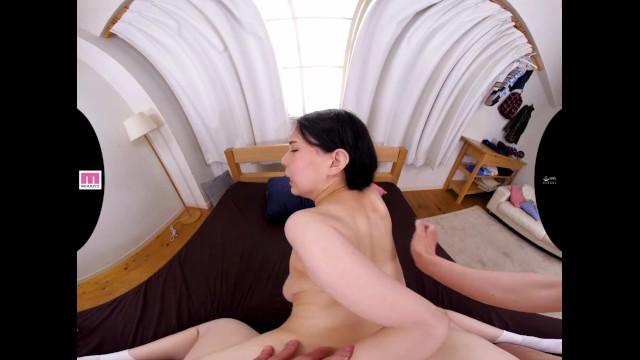 【VR】巨乳で制服姿の妹の、中出しいちゃラブ近親相姦無料H動画!【主観動画】