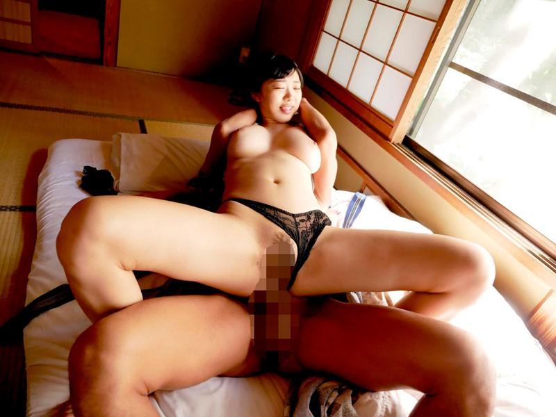 【桐谷まつり 拘束騎乗位】スレンダーでHな美乳の美少女、桐谷まつりの拘束騎乗位セックスプレイが、旅館にて…。エロい体してます!