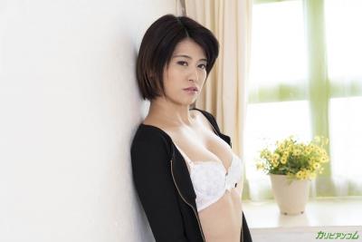 加藤えま 2020-3-25 アナタの股間をシゴキながら耳元で淫語囁いてくる美痴女 001 (4)