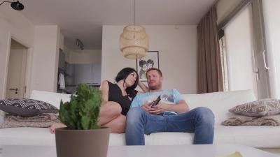 porno 20-04-17 thebiggerthebetter 001