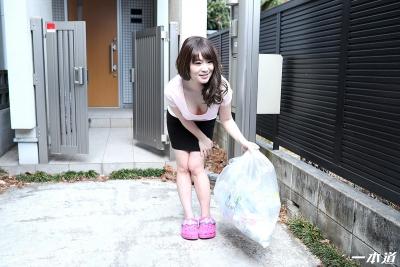 岡村香澄 20-05-28 朝ゴミ出しノーブラ奥さん 002