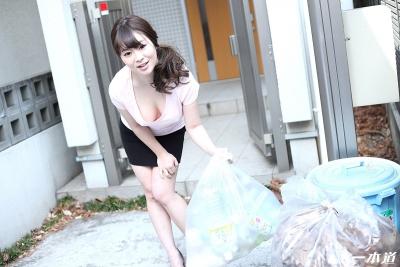 岡村香澄 20-05-28 朝ゴミ出しノーブラ奥さん 004
