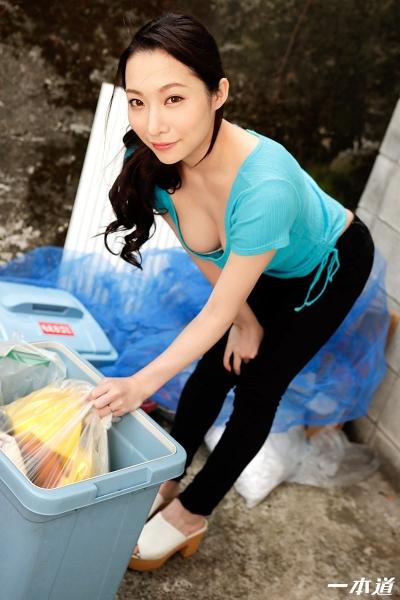 吉岡蓮美 20-05-28 朝ゴミ出しノーブラ奥さん 002
