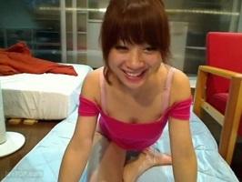 【無修正】笑顔のキュートな素人美女が全裸でおまんこパックリ広げてオナニー配信