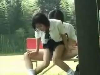 人気の無い公園でデート中のJK美少女を追跡。縞パンの制服セクロスがガッツリ撮影される。【素人】
