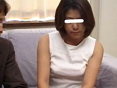 【無】訳アリAV出演した美しい三十代妻が緊張しつつも他人棒に乱れる!