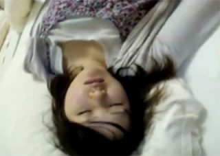 これガチでダメなやつじゃん・・爆睡中の激カワ中×生の妹にいたずら・・・ 無修正・個人撮影
