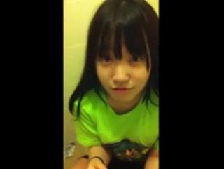 «無修正»自慢だけどマジで童顔なロリ美少女の彼女にフェラしてもらうのをスマホ撮りしたwww