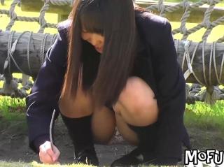 【高画質HD】気絶しそうなほど可愛らしい美少女JKの股間からパンチラを執念で盗撮した奇跡的映像w