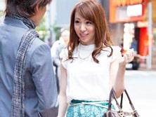 「か、かわええ〜(´∀`*)」街往くピュアな色白&日焼け妻をナンパ!乱れさせる!
