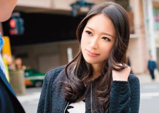 【新妻ナンパ】吉祥寺駅前でゲットしたセレブ系のチョーキレイ妻を車内でハメ撮り