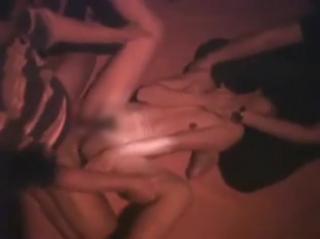 【無修正個人撮影】狂気の沙汰だ!!!クラブで起こった輪〇映像・・・マジ卍っぽいのでアウト~