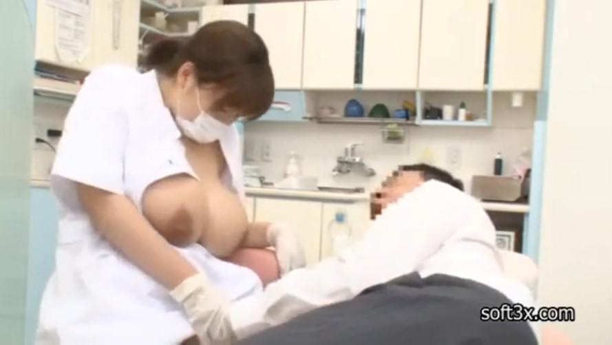 オッパイがデカすぎる歯医者さん!患者の頼みを断れず治療中に乳揺れファック!