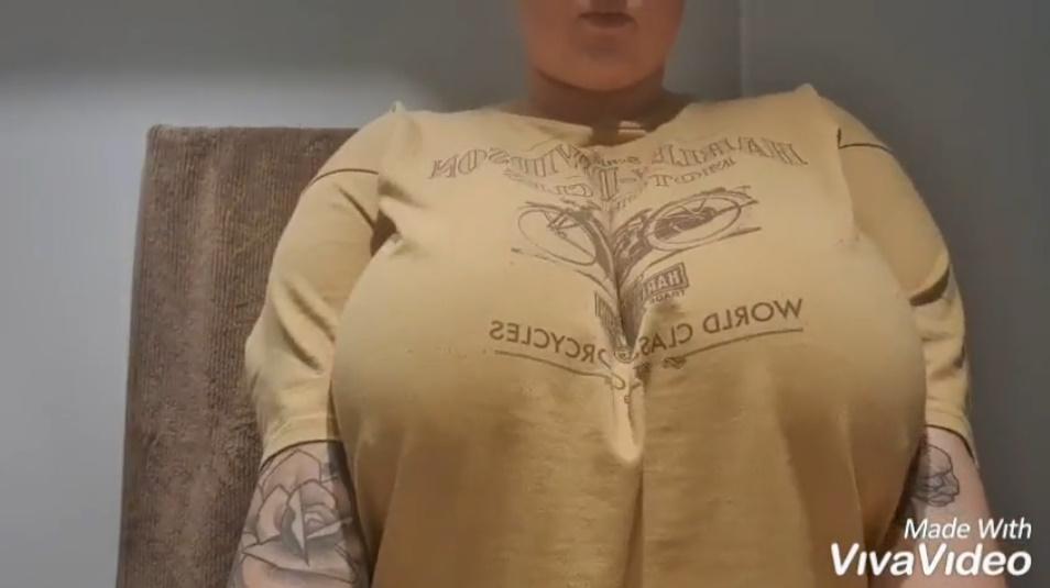 Tシャツの異常なふくらみ!超乳お姉さんのおっぱいポロリがすごすぎる!