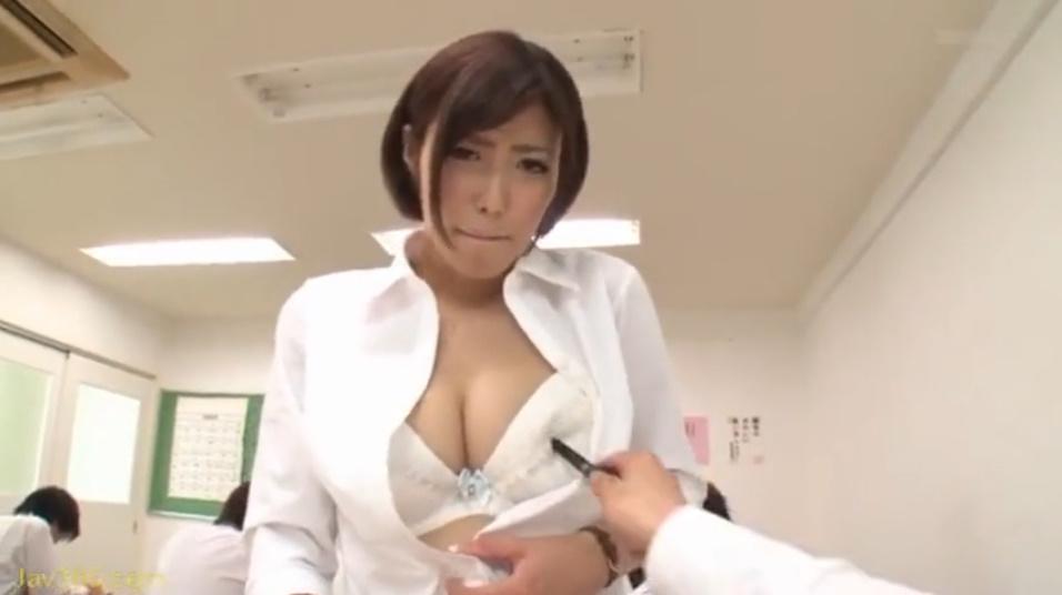僕だけの巨乳女教師ペット!授業中に美乳を弄ばれちゃう先生!