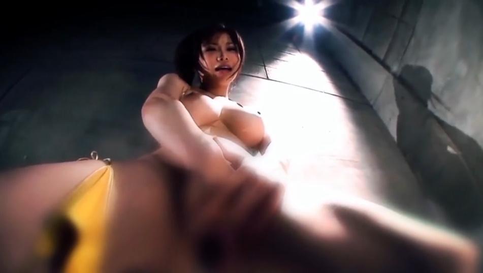 ムチムチ美巨乳の沖田杏梨さんのオナニーを下から見上げたフェチ映像!