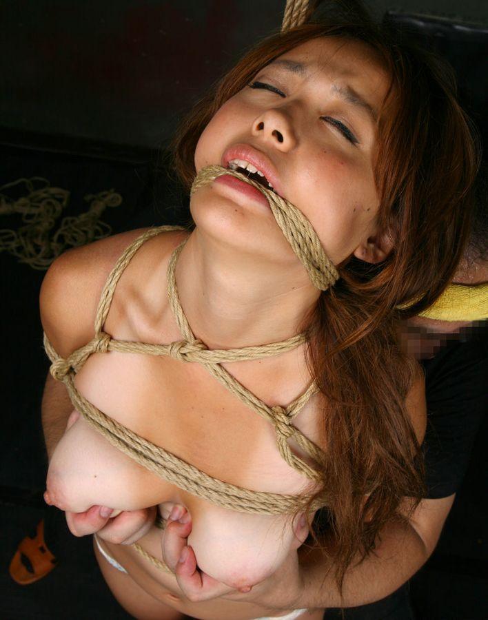 緊縛女性 4