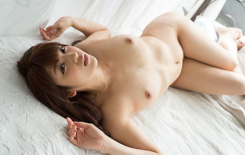 ベッドに横たわりセックスを誘う、ヌード娘たち第二弾:にゅーえろ 様
