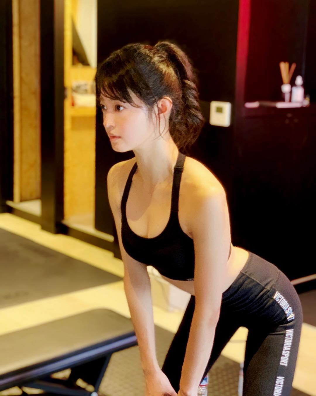 小林涼子 8
