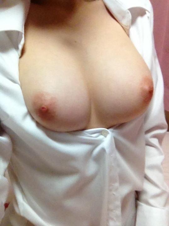 女の白シャツ姿 3