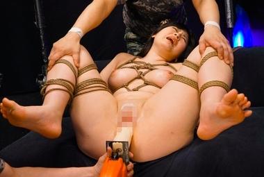 緊縛拘束でドリルバイブ責めをされる女戦士コスプレをした優梨まいな
