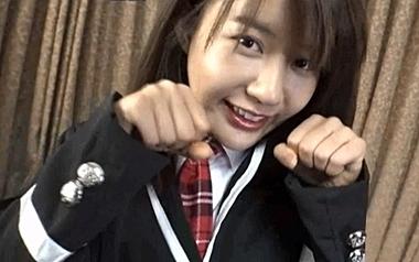 制服アイドルコスプレのキム・チヒョンがニャンコポーズで誘惑