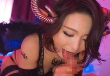 サキュバスコスプレでフェラをする綾瀬麻衣子