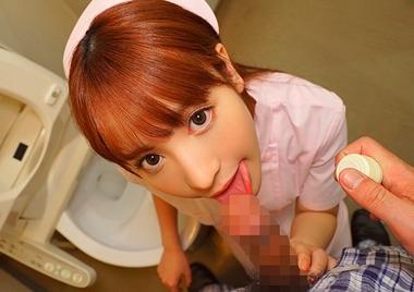 トイレでフェラをするナースコスプレの桃乃木かな