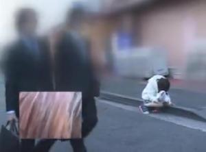 バイブ装着したまま路上を歩かされる美少女が崩れ落ちながら迎えるアクメ