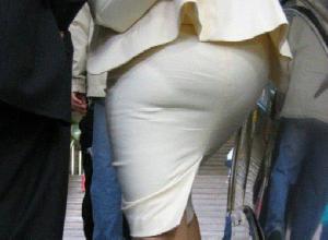 【タイトスカート街撮り画像】タイトスカートをパツンパツンにするOLさんのデカい尻がそそるぅ!