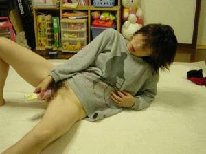 【オナニーエロ画像】素人の女の子が自分の性器を弄りたおす自慰行為…尋常じゃなくエロいオナニーエロ画像