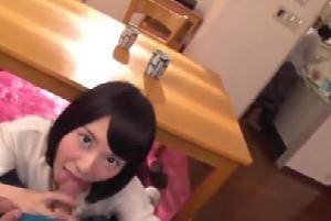 【エロネタ本舗推薦】両親がそばにいるのにテーブル下からチ〇ポにしゃぶりつく妹との近親相姦!