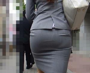 【タイトスカート街撮り画像】これじゃ痴かんはなくならない…タイトスカートをパツンパツンにするデカい尻がそそる街撮り画像