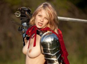 【エロネタ本舗推薦】女性戦士のコスプレした海外女性が想像以上にエロかっこいいんだがwwww