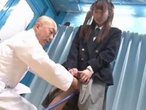 マ●コに悩める女子校生のためにマジックミラー号で膣内洗浄ボランティア!