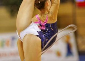 女子新体操でカメラマンの有能ぶりがわかるアングルがコチラwwwwwwwwwww border=