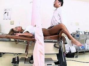 【エロネタ本舗推薦】妊娠検査に訪れた黒ギャルは変態医師におチンポ注射をされてイキヨガル…